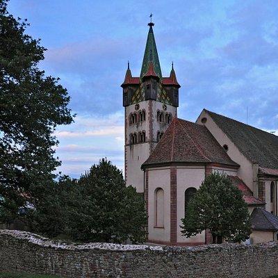 Церковь Святого Георга (1759) и романская колокольня XII в.
