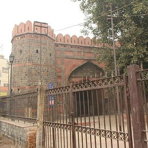 Ajmeri Gate from behind the fence