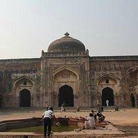 Khairul Manzil Masjid - The inside courtyard area and dome