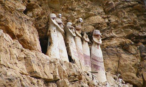 Estos sarcófagos pertenecen a la cultura Chachapoya y miden 2 metros