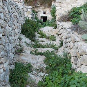sentiero, grotte di Chiafura