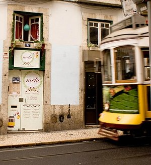 The place I went in Lisbon with my friend for a manicure and pedicure