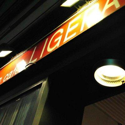 Insegna luminosa rossa del Ligera di via padova 133