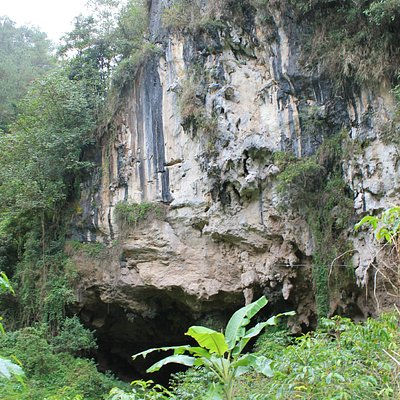 a huge crevice on the limestone walls surrounding Echo Valley