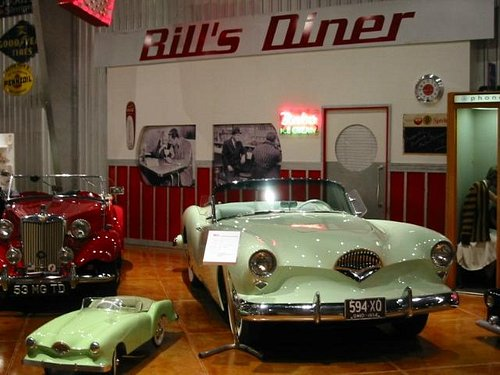 Bill's Diner with some 1950's cars