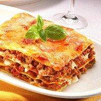 Deliziose lasagne fatte in casa alla bolognese.