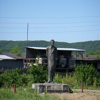Памятник А.П. Чехову в Александровск-Сахалинске
