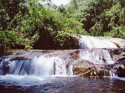 excelente cachoeira com tobogas naturais!!!