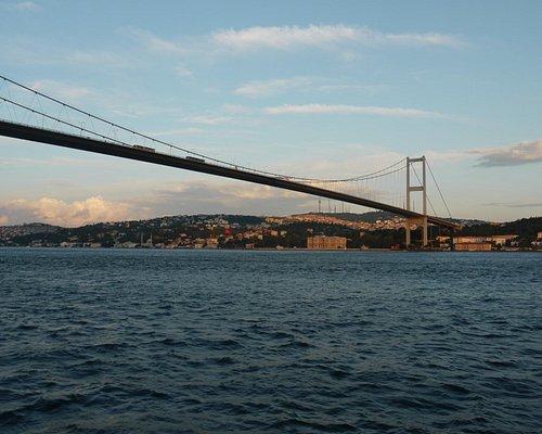 大橋を渡る瞬間