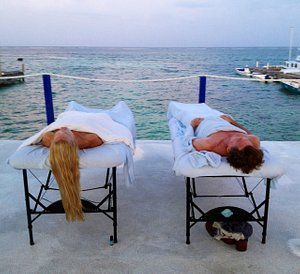 Couple massage @ massage by the reef outdoor day spa