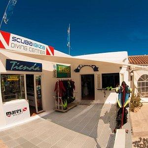 Nuestro centro de buceo/ Our diving center