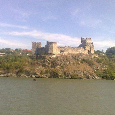 Het fort vanaf de Donau