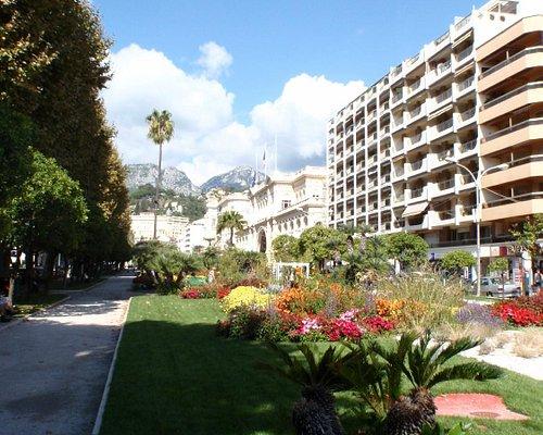 街中の庭園