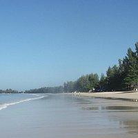 Khlong Dao beach, low tide.