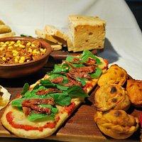 Simply delicious and healthy Pizzas, Empan