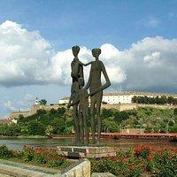 Nogmaals de sculptuur Raid Victims Memorial