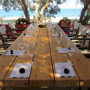 Wine tasting in style by the sea