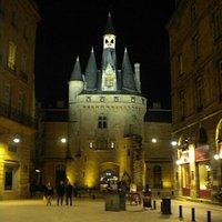 Porte Cailhau, Burdeos. Imagen nocturna.(2012) Uno de los edificios que más m