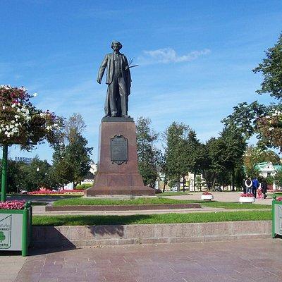 Болотная площадь - памятник Репину