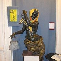 accesorios sobre escultura del siglo XIX
