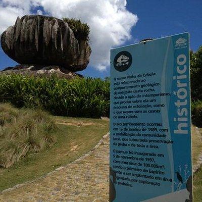 a pedra com a descrição oficial