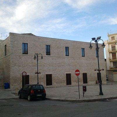 Vista del palazzo da Piazza Garibaldi