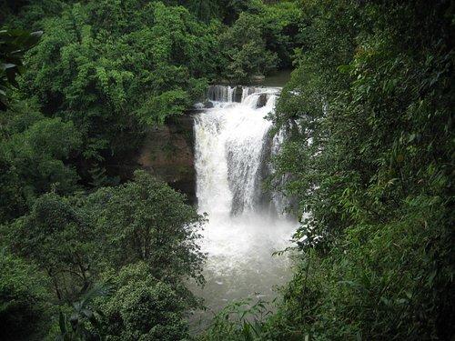 Visit Heaw Sewatt waterfalls