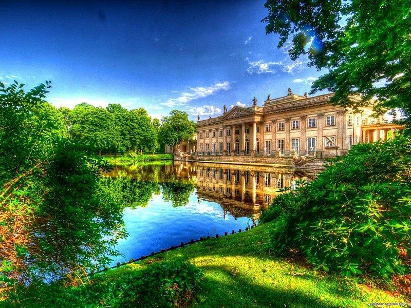 Дворец на воде