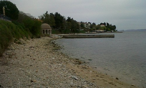 Kolovare Beach, looking south