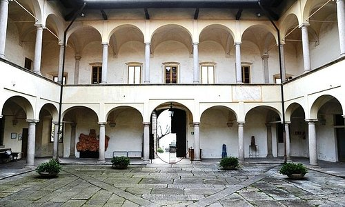 Perabò Palace: the inner courtyard