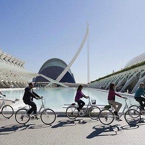 Bike tour por la Ciudad de las Artes   www.valenciabikes.com
