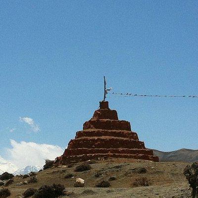 chorten all'ingresso dell'area monastica di ghar gompa