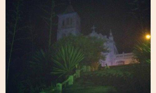 Vista da igreja, a noite