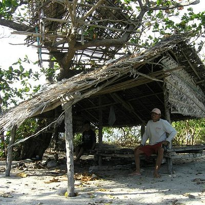 nipa hut -good shadow to have rest  and my boatman