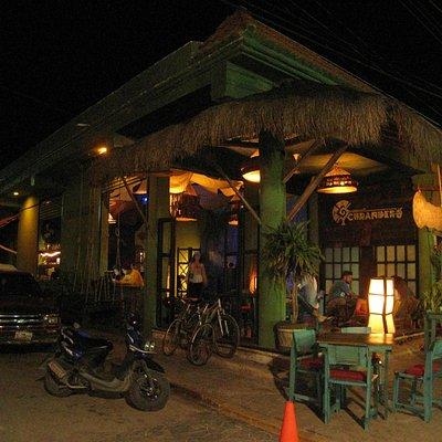 Bar Curendero, côté du troittoir où il y a les bus ADO