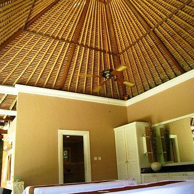 Lovely massage room.