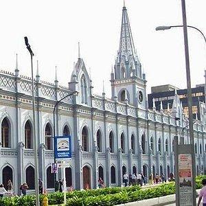 Frente del palacio de las academias