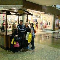 Minha família nas compras no Glendale Galleria...