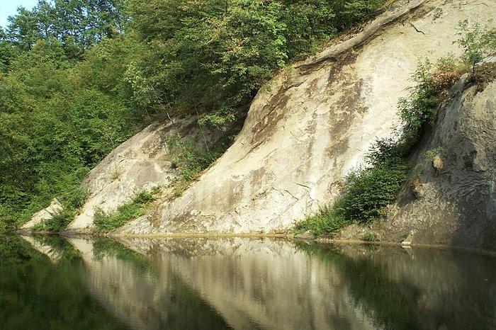parete di arenaria sul lago inferiore