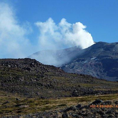 El volcán Copahue emitiendo vapor  marzo 2013