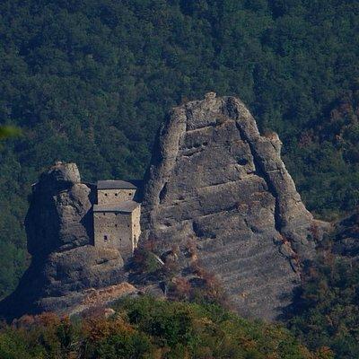 il Castello della Pietra visto dal Monte Castello