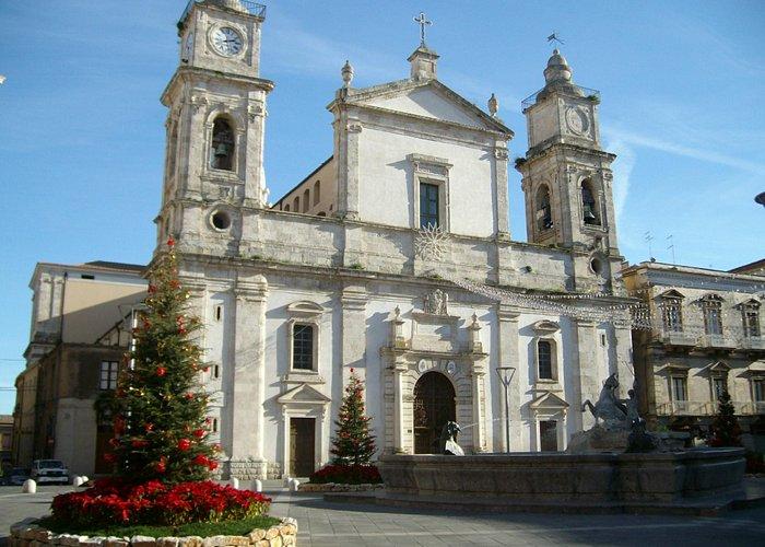 Cattedrale S. Maria La Nova, piazza Garibaldi