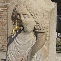 Via Abbondanza of Ancient Pompeii - the Abbondanza fountain