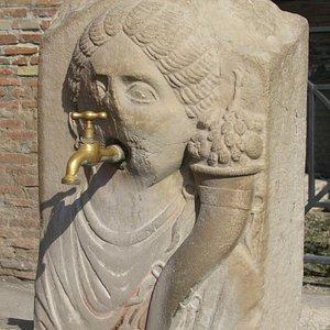 Via Abbondanza of Ancient Pompeii - the Abbondanza fountain