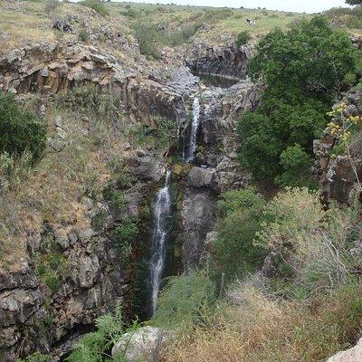 Zavitan waterfall from lookout balcony