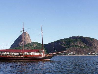 O passeio de barco da Saveiros Tour é maravilhoso e apresenta o Rio sob outro ângulo.