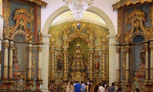 Interior da Igreja do Rosario e São Benedito.