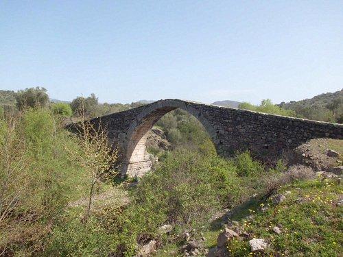 The beautiful Kremasti Bridge