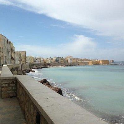 Il Bastione Conca di Trapani in fondo alla passeggiata.