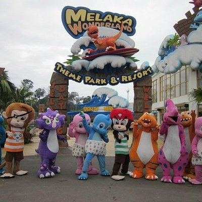 Main entrance of Melaka Wonderland Theme Park & Resort with our cute and fun mascots